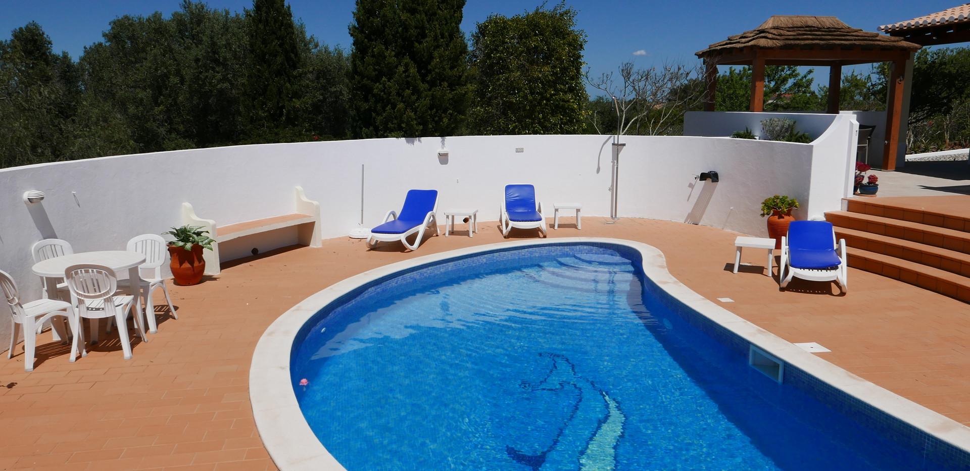 Villa pool 08.JPG