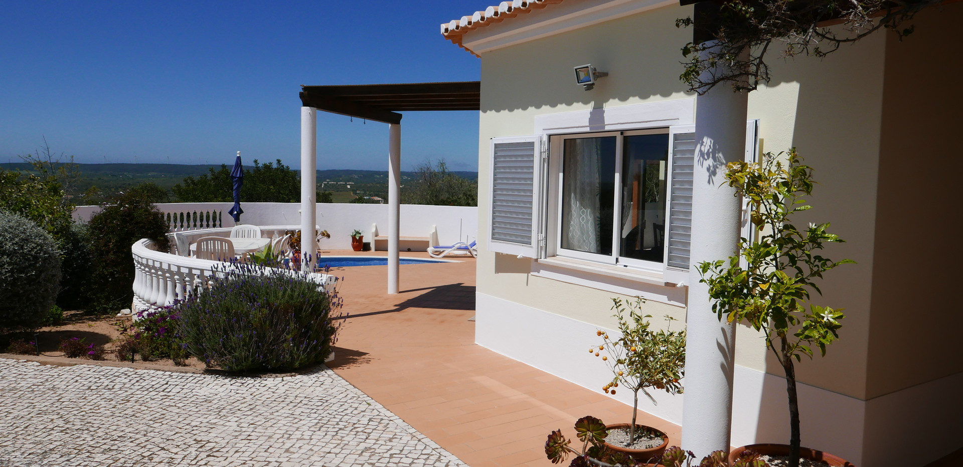 Villa front 03.JPG