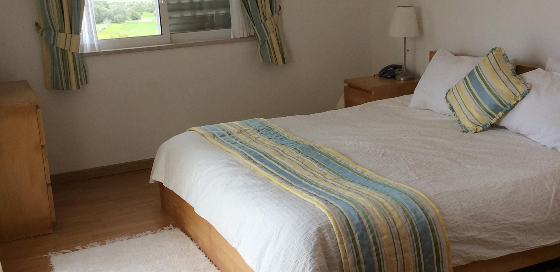 Master bed 01.JPG
