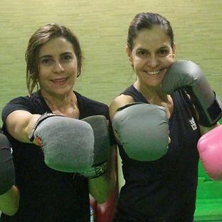Amigas podem malhar e fazer exercício juntas! Aumenta a motivação para emagrecer e continuar em atividade.