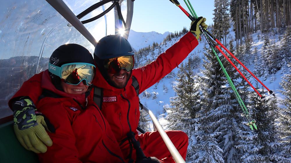 Gute Stimmung am Sessellift bei den Ausbildern der Snowsports Academy