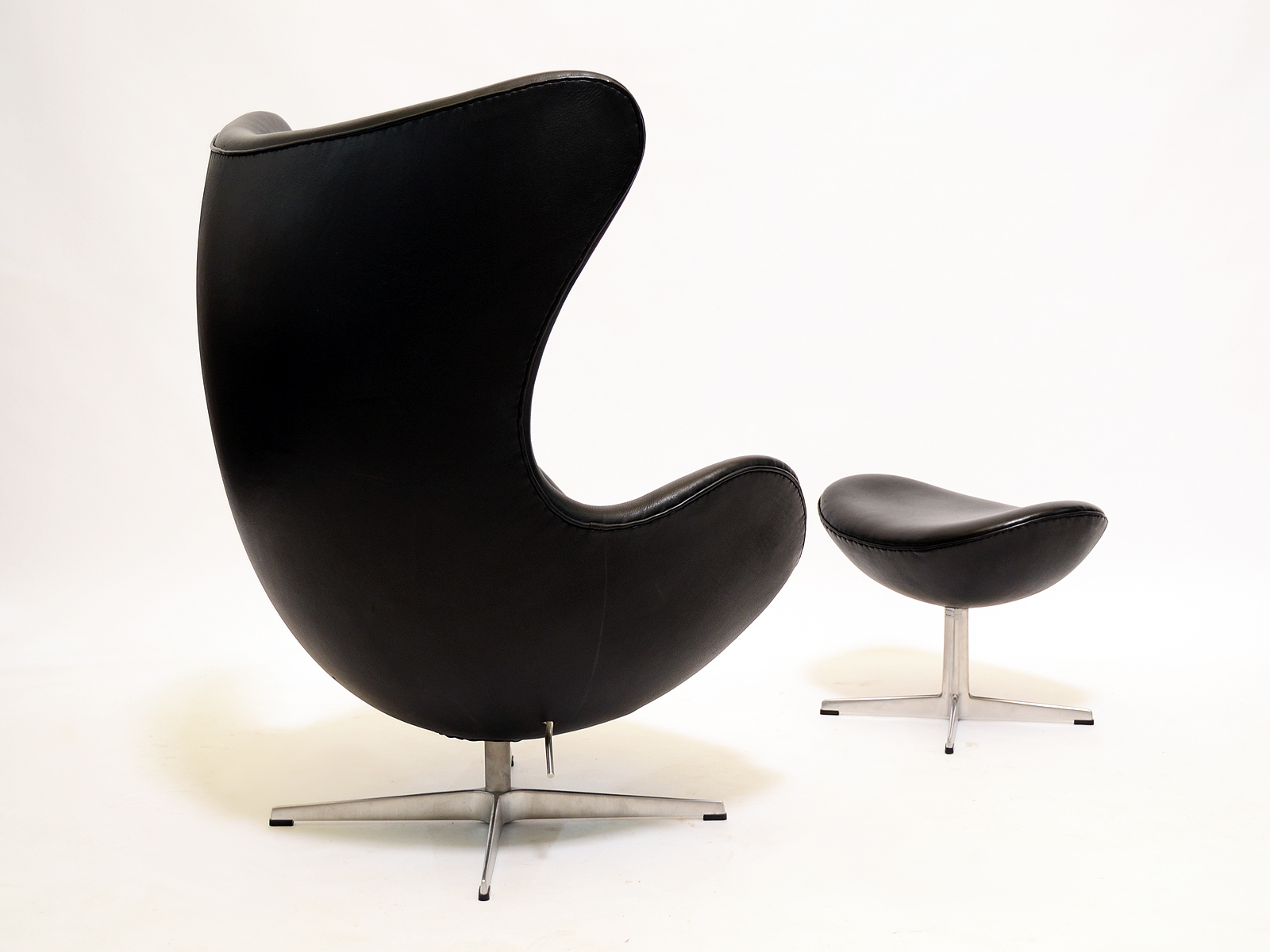 Arne Jacobsen Egg Chairs & Ottomans