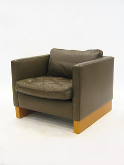 Mies Lounge Chair by Knoll