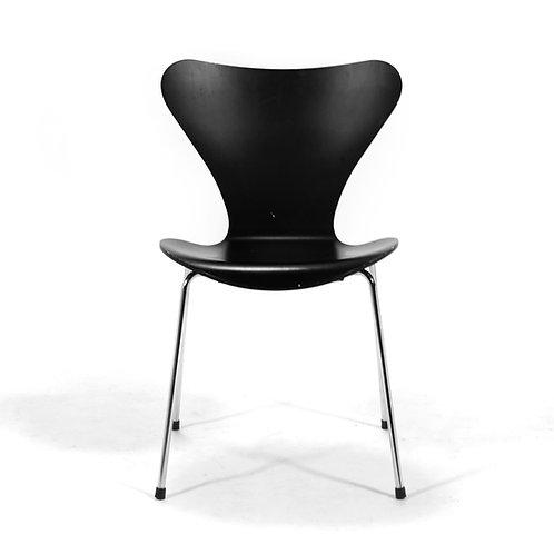 Arne Jacobsen Series Seven Chair by Fritz Hansen