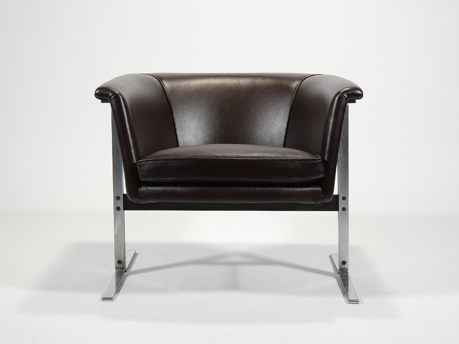 Harcourt Model 042 Lounge Chair