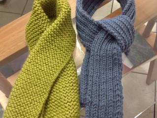 Tricotando pela primeira vez, para gêmeas!