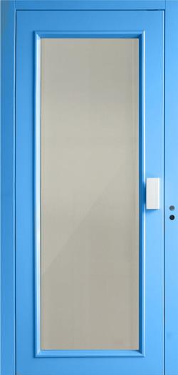 porta panoramica con cornice verniciata.