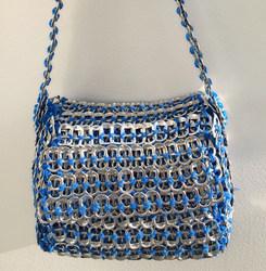 Le Hand bag : «Le Bleu »