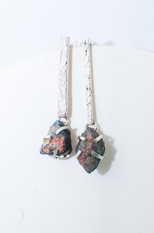 Long earrings with irregular stones