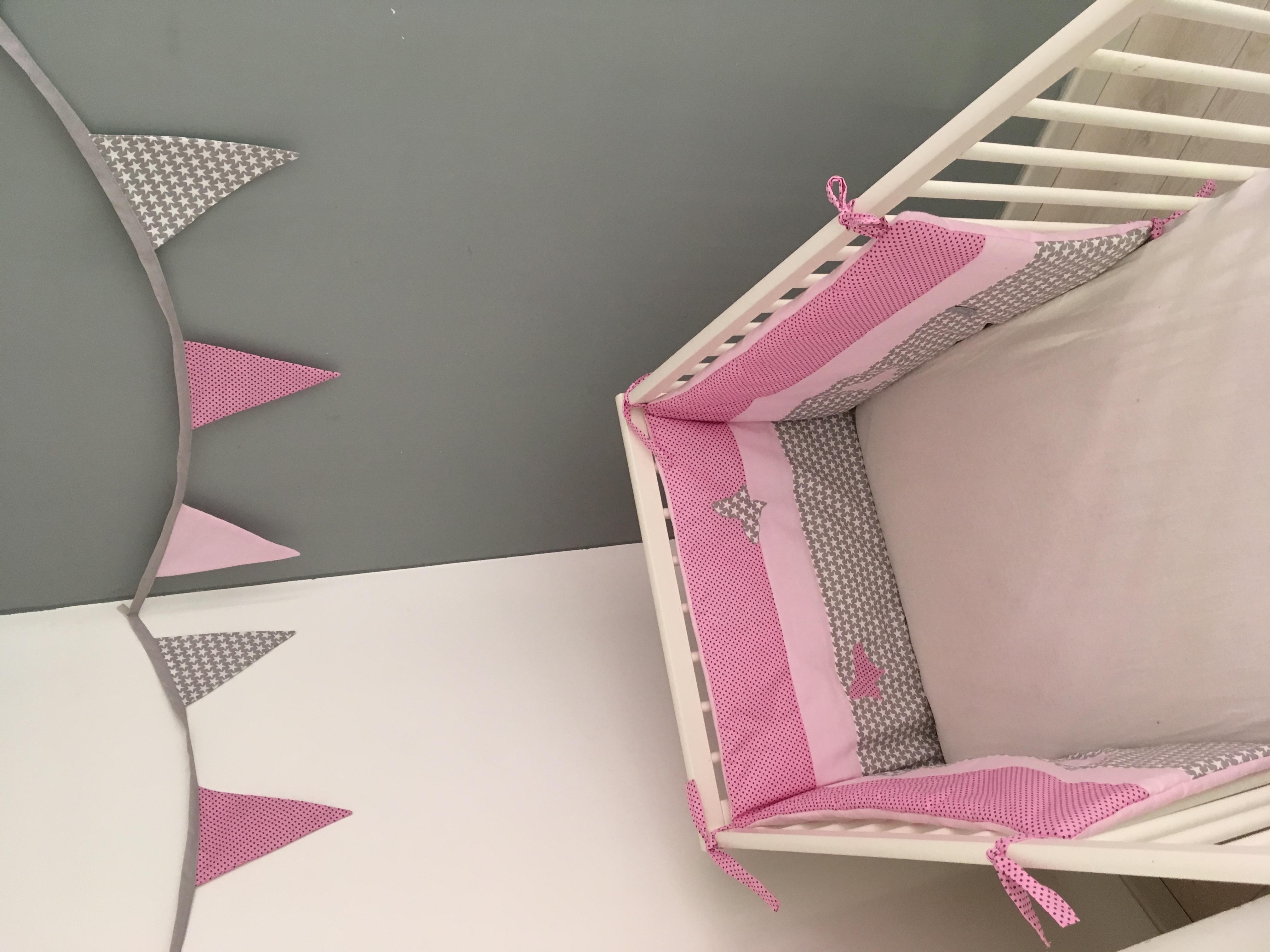 tour de lit rose et gris1