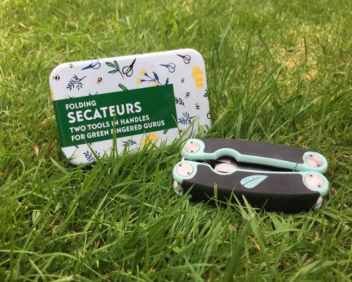 APPLES TO PEARS Folding Secateurs