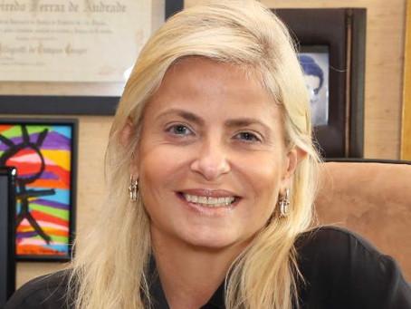 Gilda Figueiredo Ferraz recebe homenagem da AMATRA e da AATSP