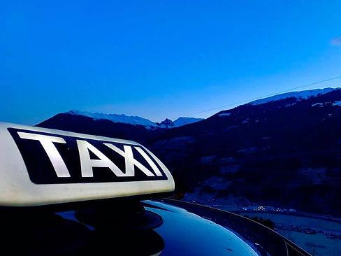 Taxilicht_Früh_morgens.jpg