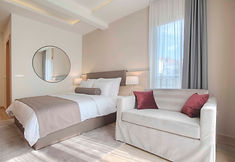 gracia-Superior_Double_or_Twin-Room_00.j