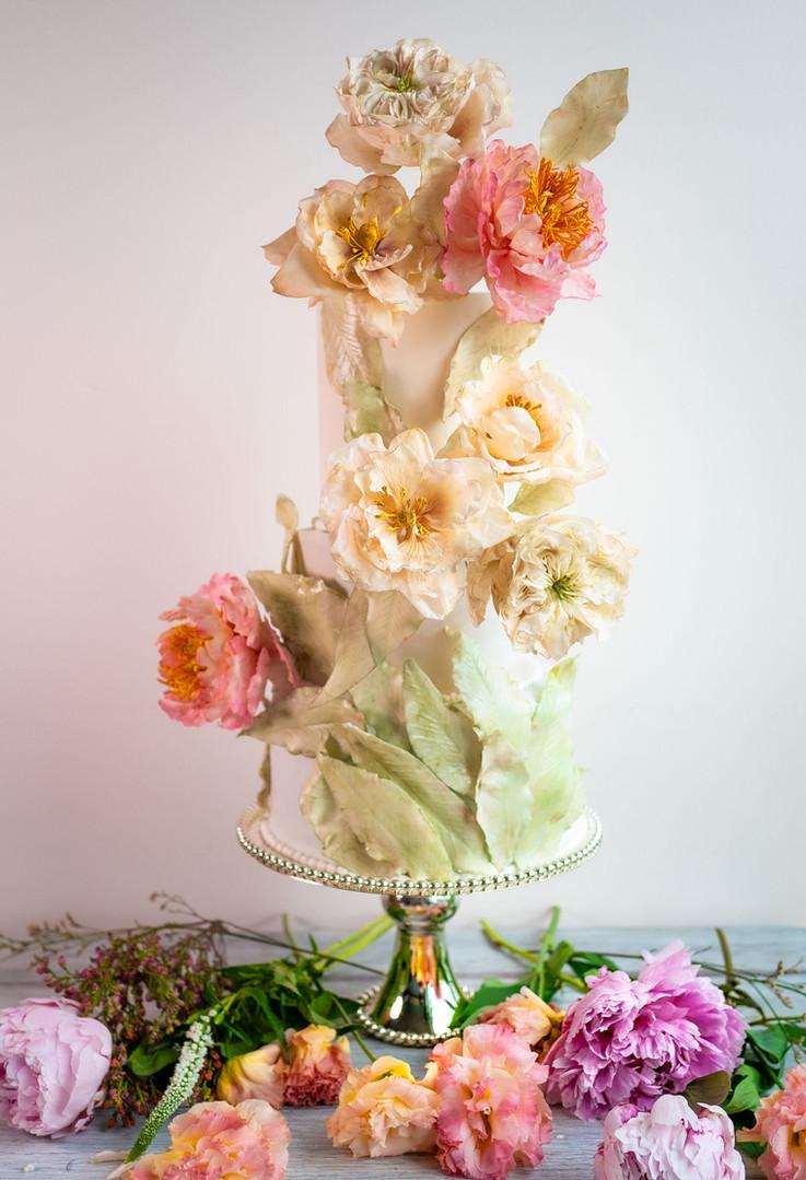 Wedding cake with sugar David Austin Ros