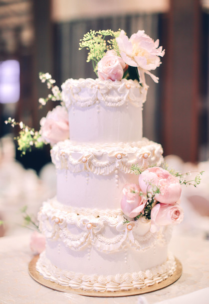 Vintage style buttercream cake with peonies