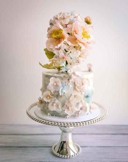 Sugar wildflowers cake