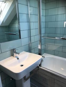 Bay twin right en=suite sink & shower