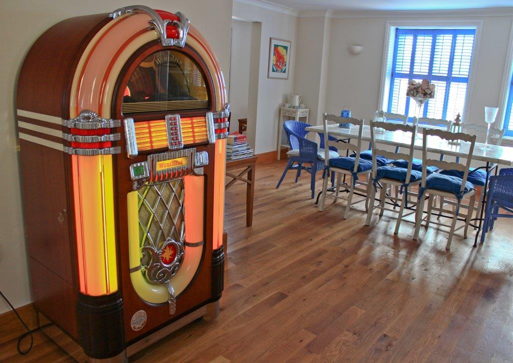 Sea Star juke box - dining room