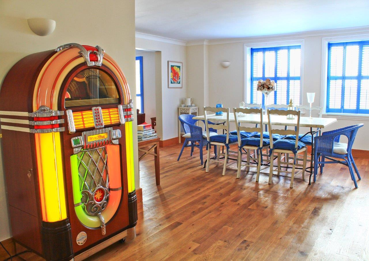 Sea starDinning Room with Juke Box