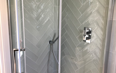 Bay Master bathroom large raindrop showe