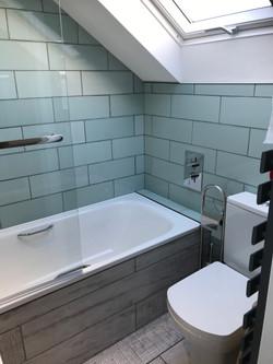 Bay right twin en-suite bathroom