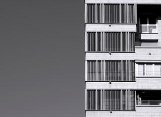 Chapa plegada perforada y vidrio para la rehabilitación de la fachada de la Torre de Podavines en Do