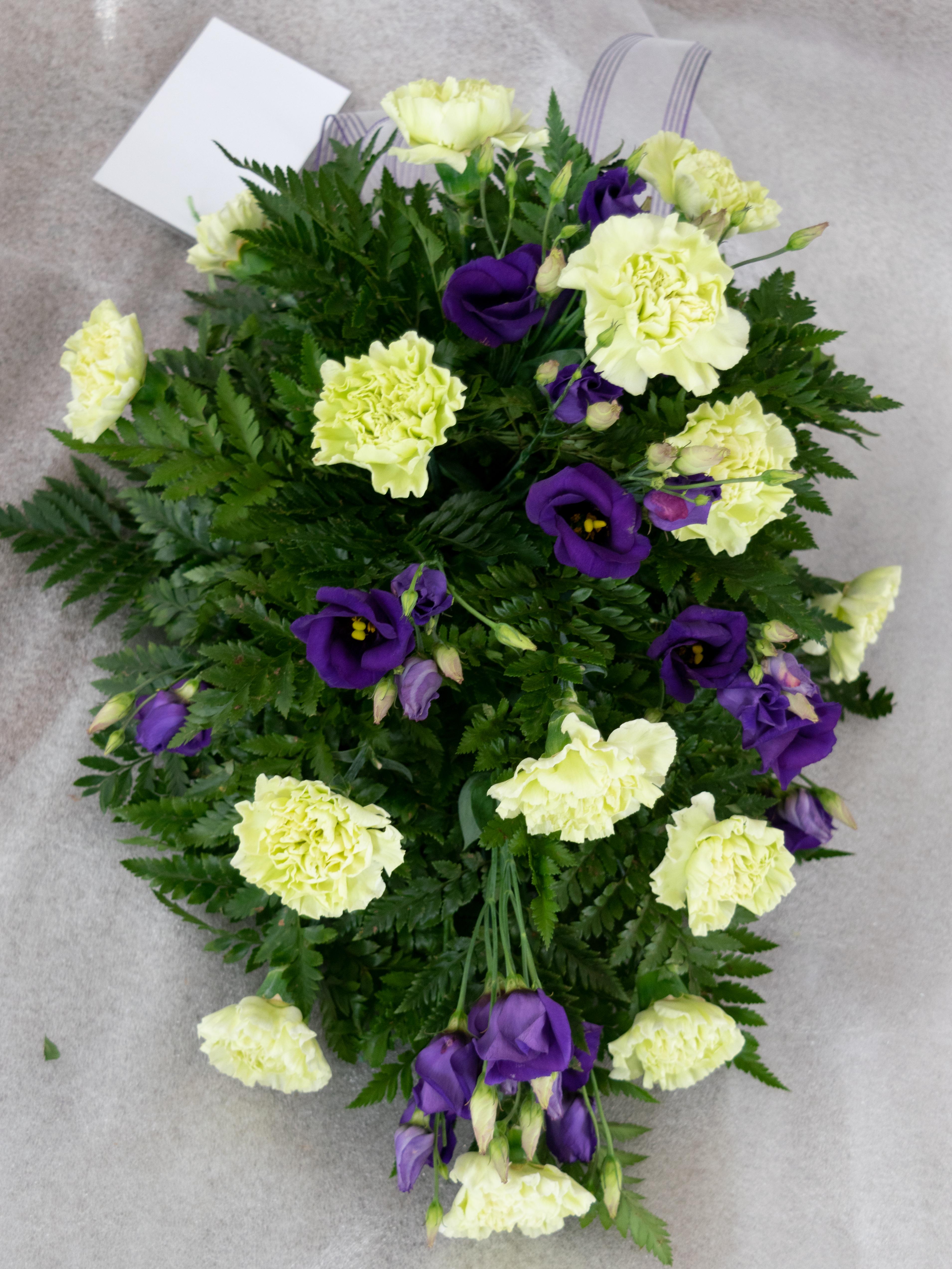 Kukkalaite keskikoko 65e (neilikka,eustoma)