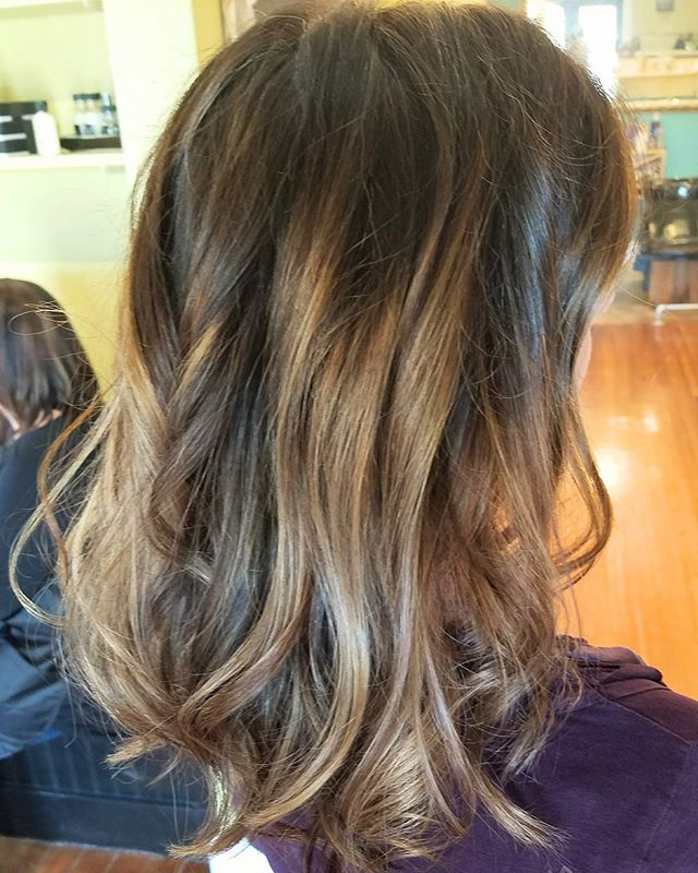 When the #foiliage comes out perfect! 😇_•_•_•_#balayage #balayagehighlights #newhair #portlandmaine