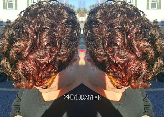 Holly red! Curls + red hues are some of my faves! Gotta love Matrix SoRed RV for that 2-in-1 highlig