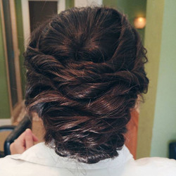 Thick hair calls for a chic, twisted low bun 💍👰✨