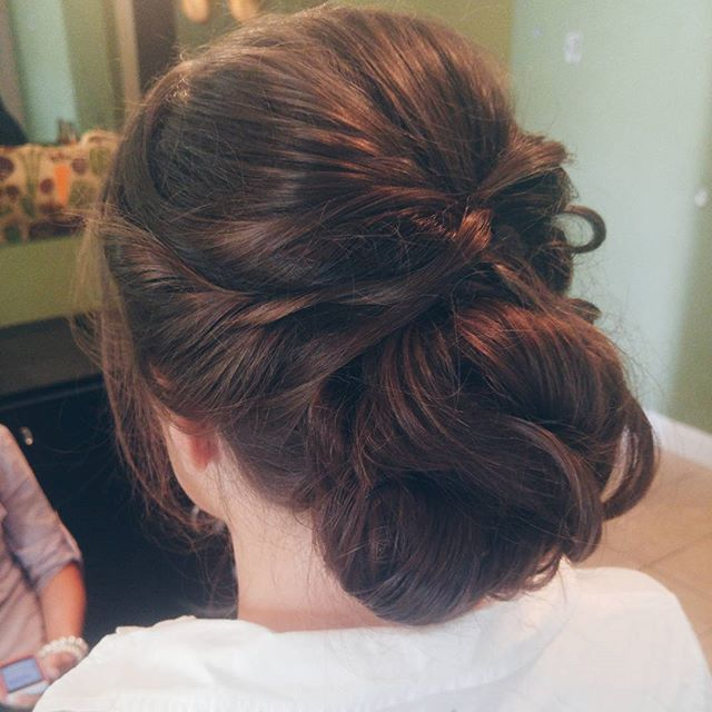 Some of my favorite updos are simple and elegant 💍👰💜