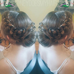 Thick braids, thick hair 🙌 what's your favorite updo for thick hair_