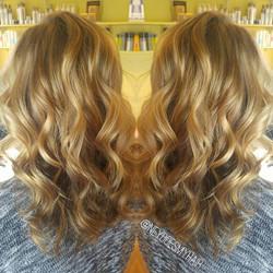 Natural blonde curls 💋