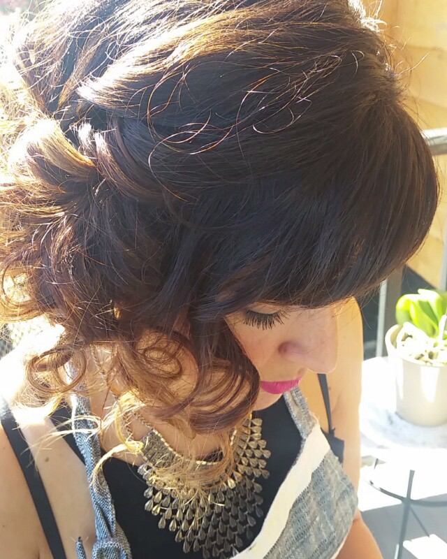 Curly updo on one of my favorite ladies en el mundo!! 🌏 💞💋
