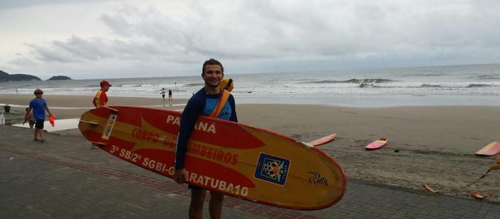 Empreendedorismo salva-vidas: ONG Parceiros do Mar realiza treinamento de surfistas para salvamento