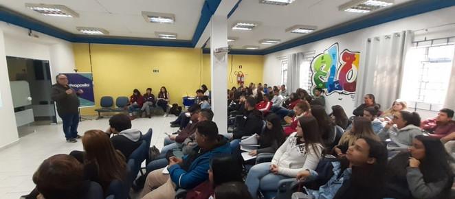 Em parceria com Pacto pela Democracia, DePropósito reúne 60 jovens para debater fake news