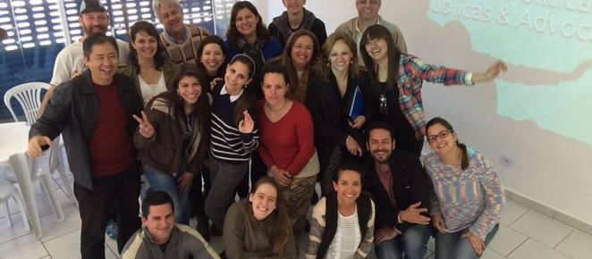 Sociedade civil organizada entrega 10 propostas de políticas públicas a candidatos de Curitiba