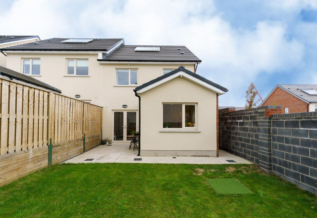 7 Belarmine Lawns, Stepaside, D18