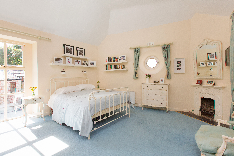 TheCoachHouse_13_main bedroom