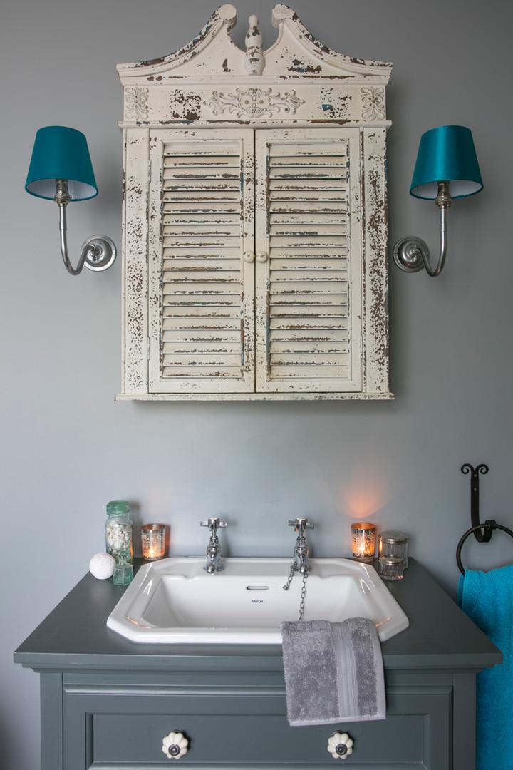 family bathroom interior stylist.jpg