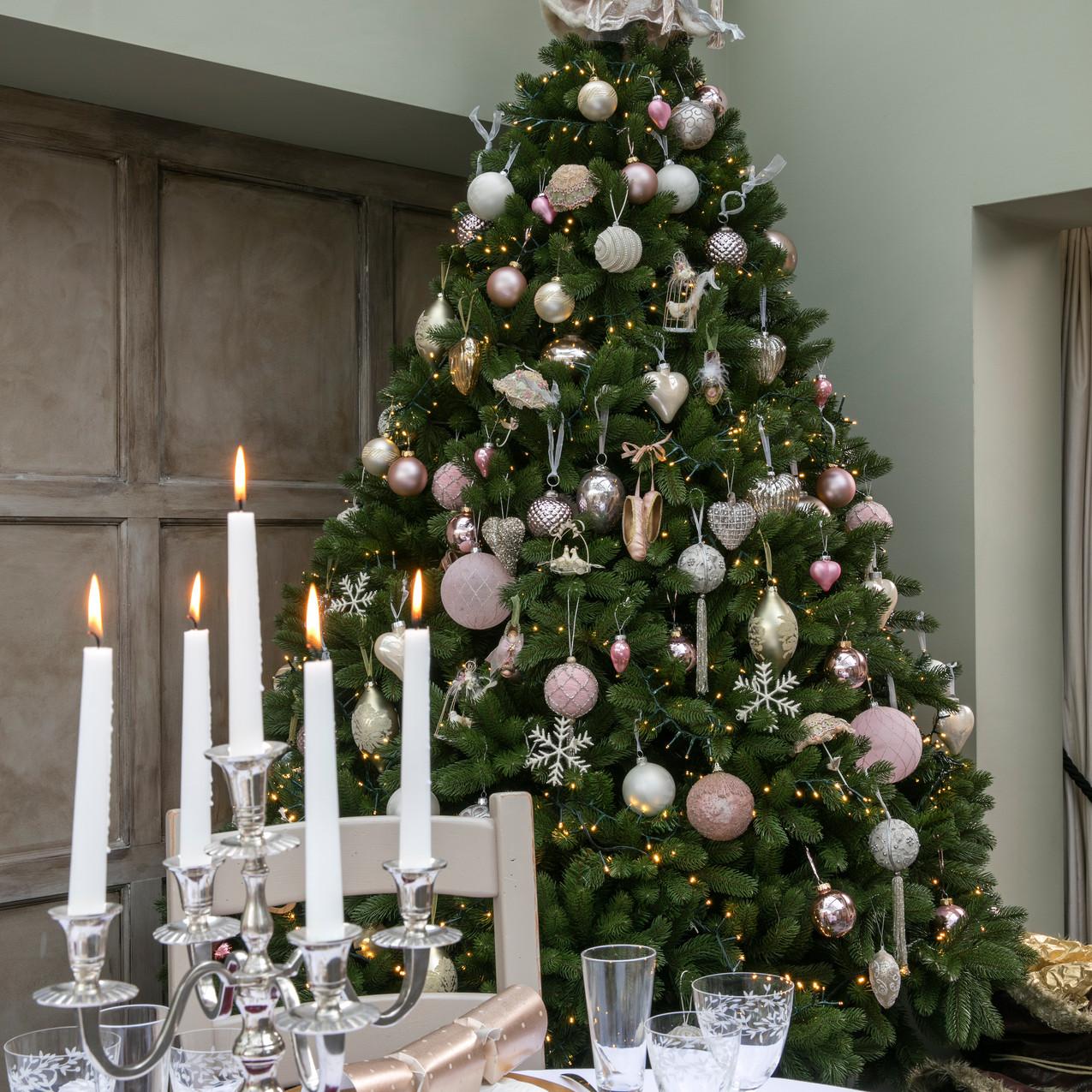 Christmas tree decorating, interior styl