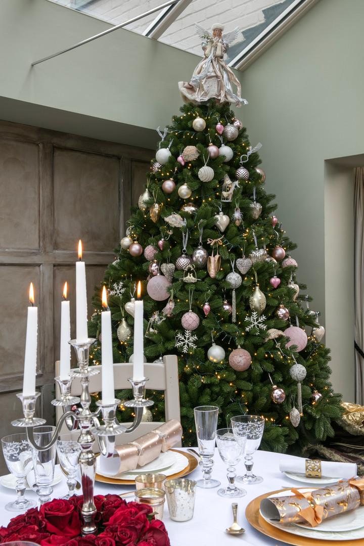 Christmas tree decorating, interior stylist.jpg
