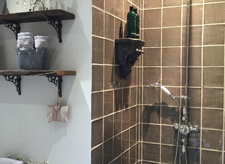 Rustic En-suite bathroom