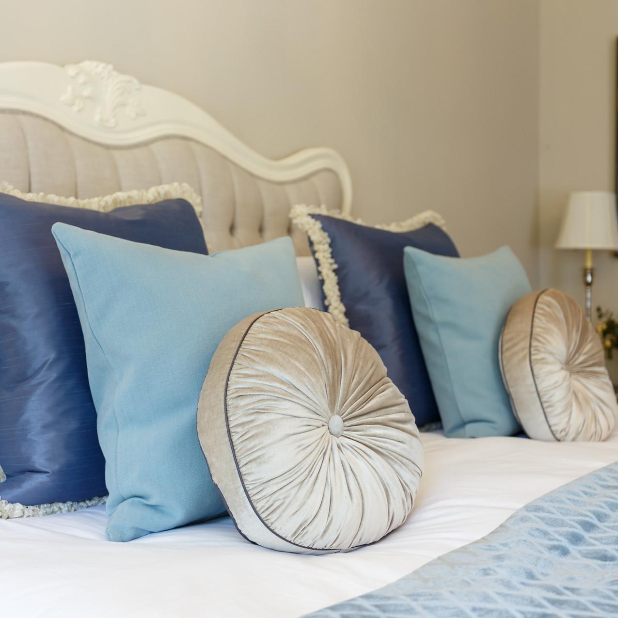 bedroom cushion design ideas_web