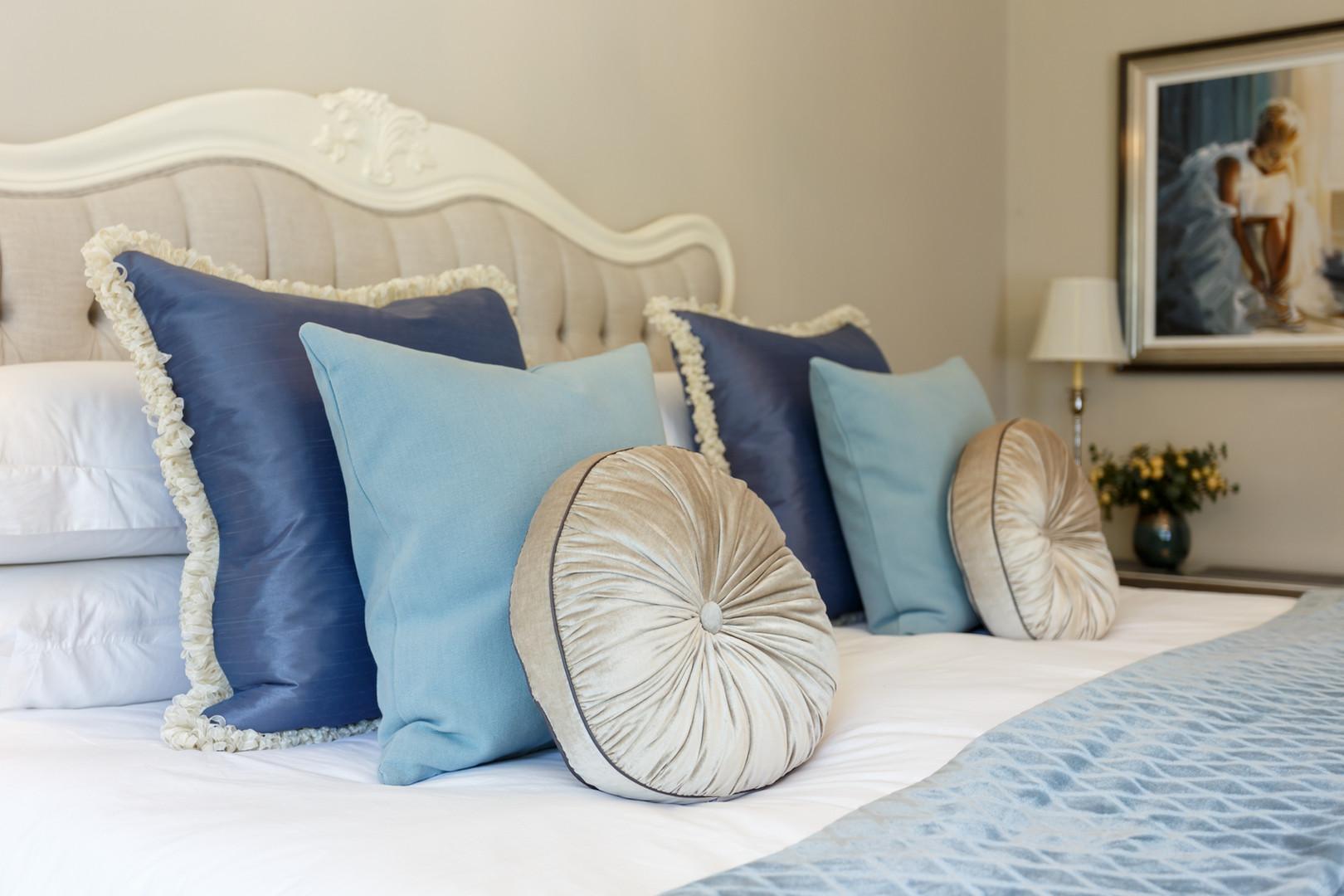 bedroom cushion design ideas_web.jpg
