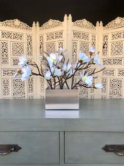 Magnolia in silver tin