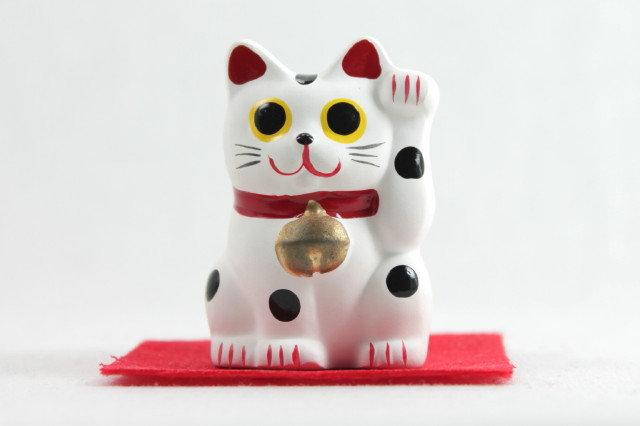 """Lucky Cat """"Maneki-neko"""" Left Paw White"""