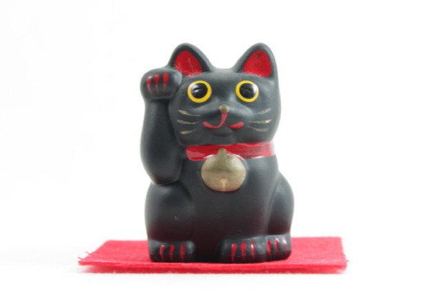 """Lucky Cat """"Maneki-neko"""" Right Paw Black"""