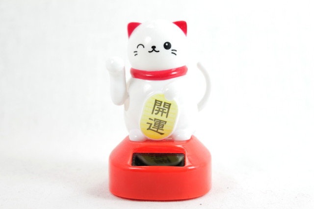 Solar-powered Lucky Cat - Right Paw White